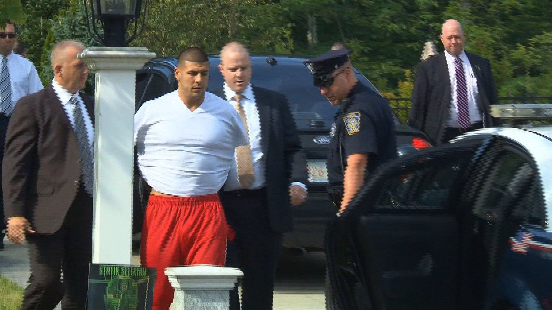 Patriots'Hernandez taken into custody amid investigation of man's death