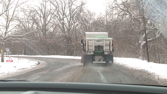 Indy road crews busy keeping streets clear of snow