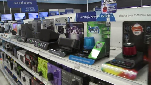 Last-minute shoppers rush to Meijer, other stores on Christmas Eve