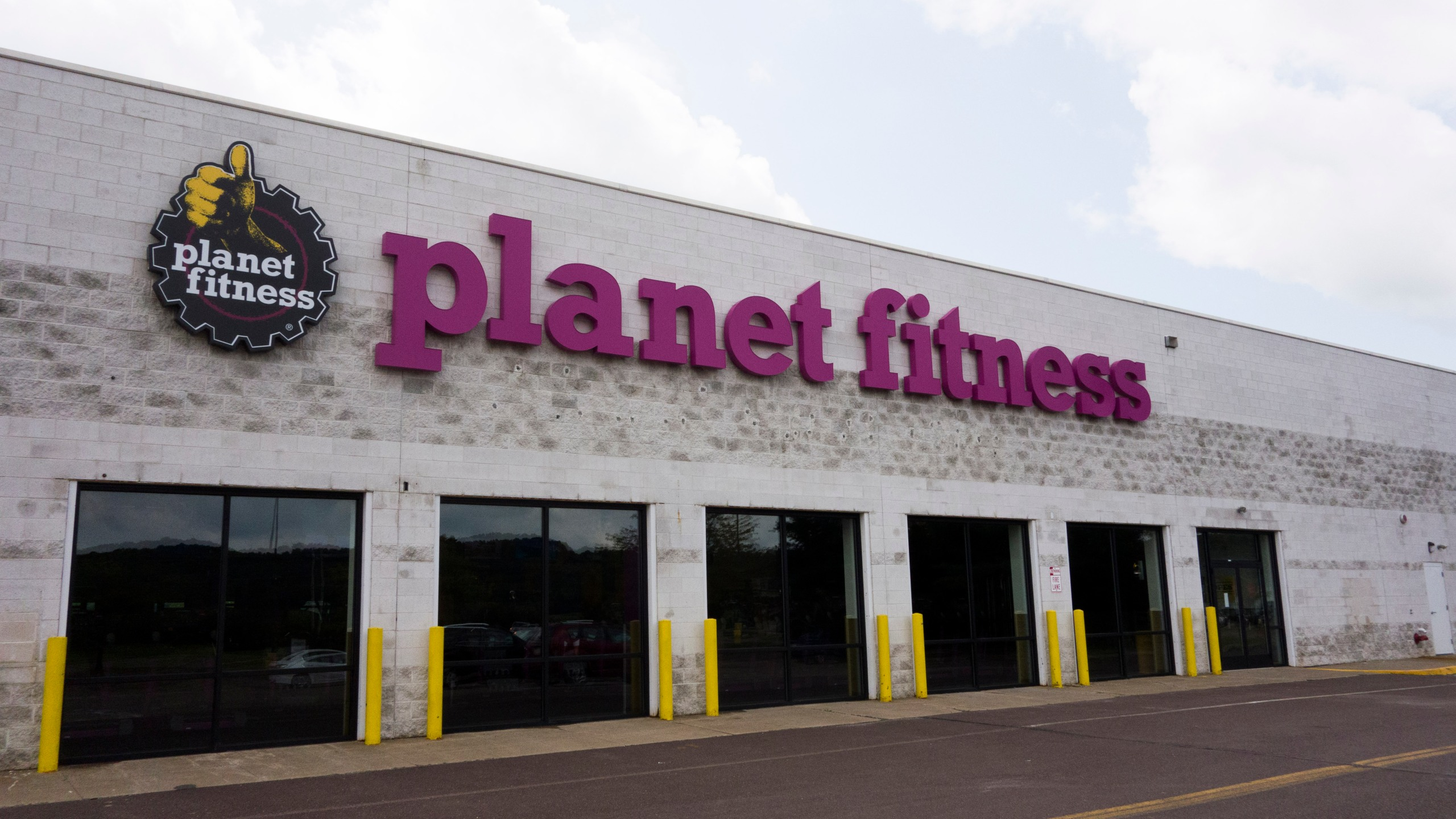 Planet Fitness Is Moving Into Old Toys R Us And Sears Stores Fox 59