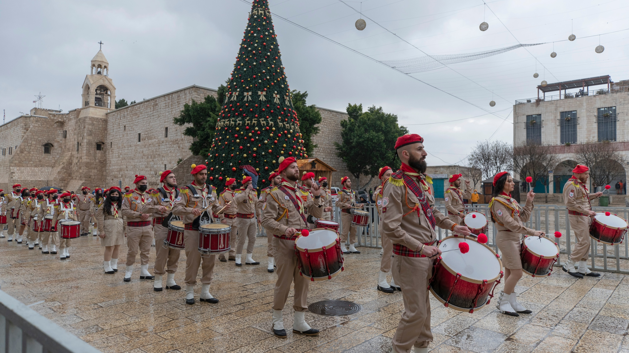 Brownsburg Christmas Parade 2021 Coronavirus Dampens Christmas Joy In Bethlehem And Elsewhere Fox 59