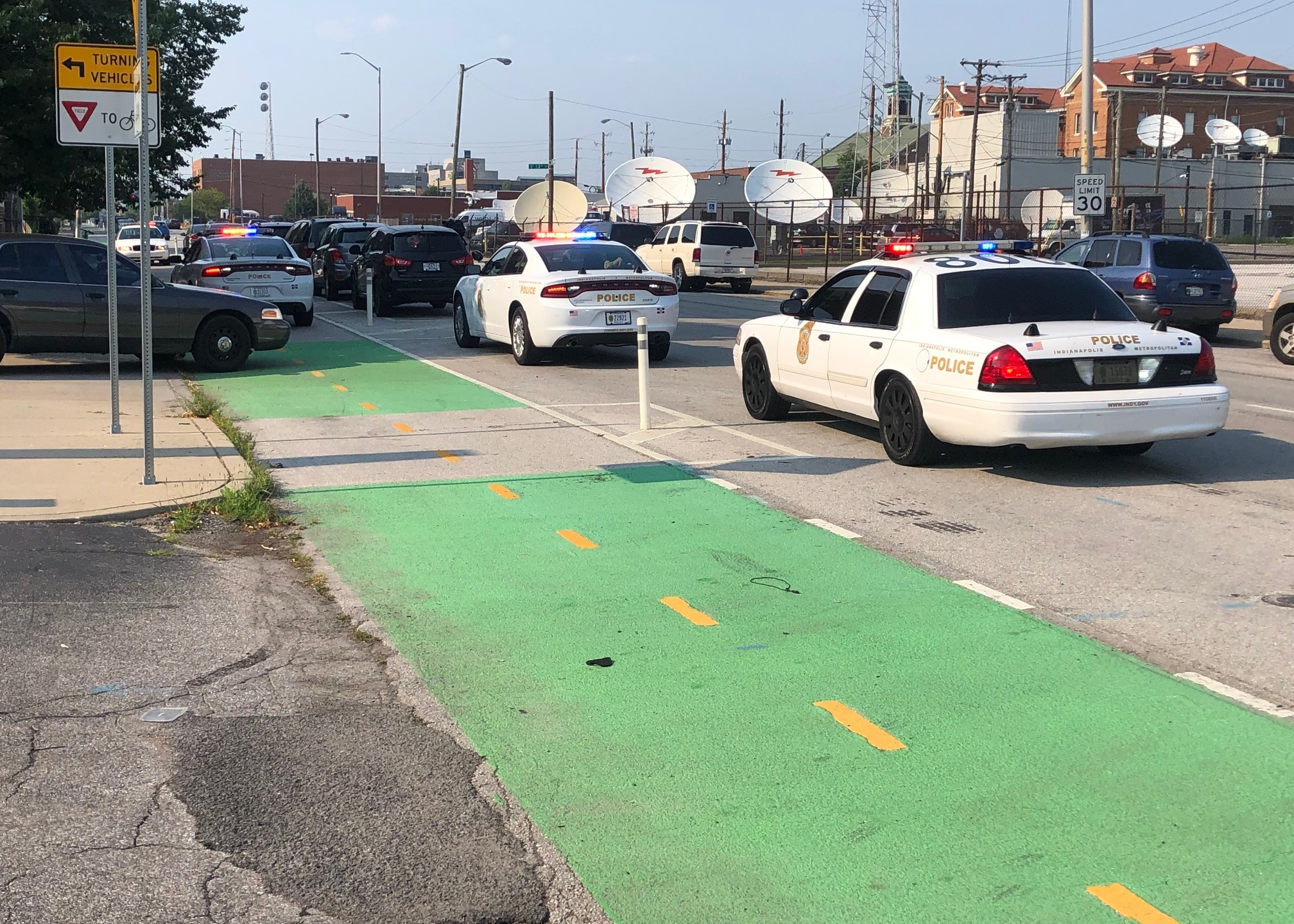 2 wounded in double stabbing on Indy's near north side